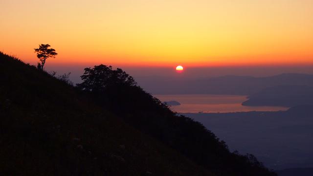伊吹山から望む夕日
